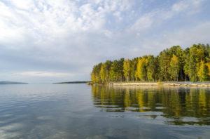 Живет ли кто-нибудь на берегах Ангары, пьет ли уникальные чистые воды?