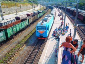 Когда тарифы на пассажирские железнодорожные перевозки неуклонно повышаются, люди ищут другие средства перемещения.