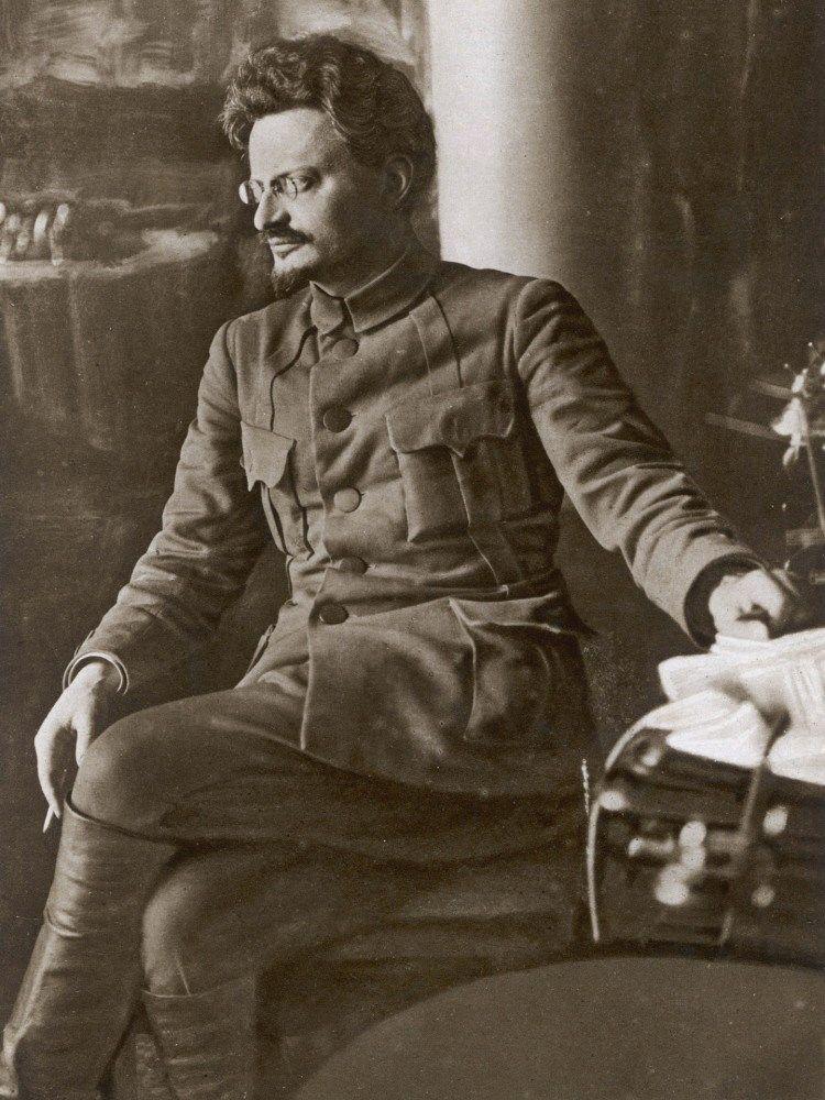 Френчи, сапоги, усы, бороды, пенсне, очки без дужек - облики известных революционеров